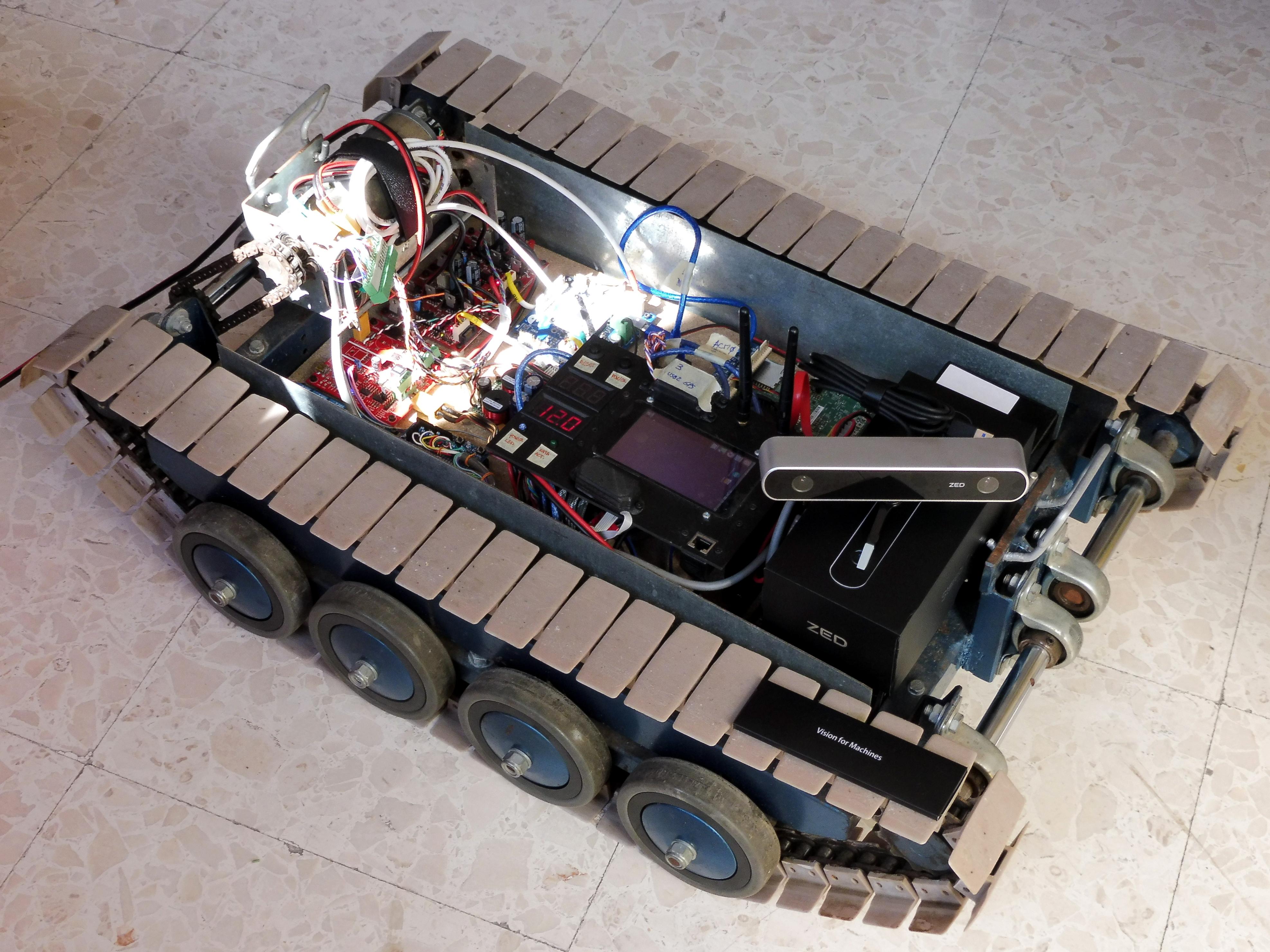 PlutarcoRobot - prototipo di robot cingolato per la sorveglianza autonoma in ambiente agricolo o industriale