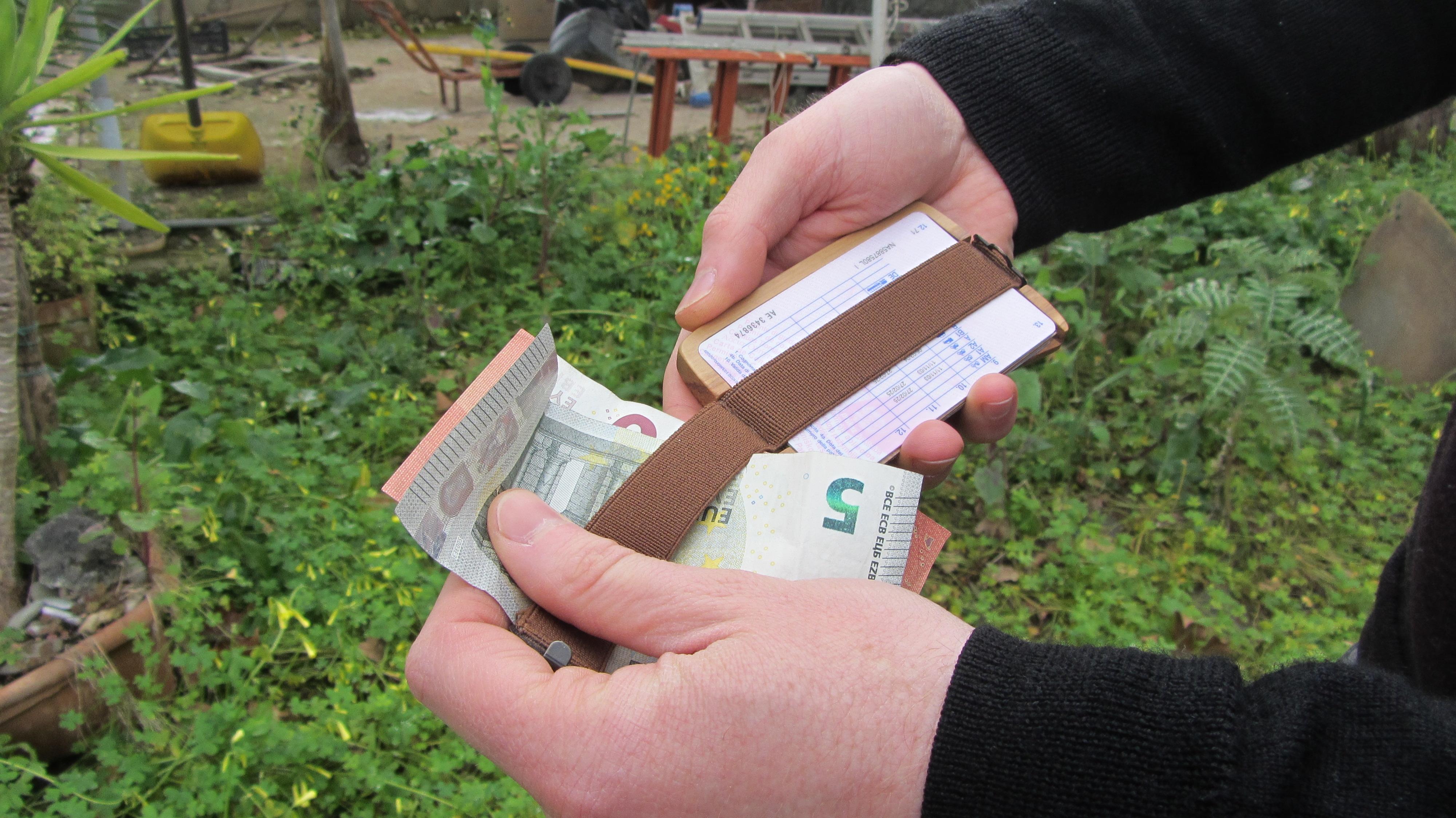 Minimalist wooden wallet