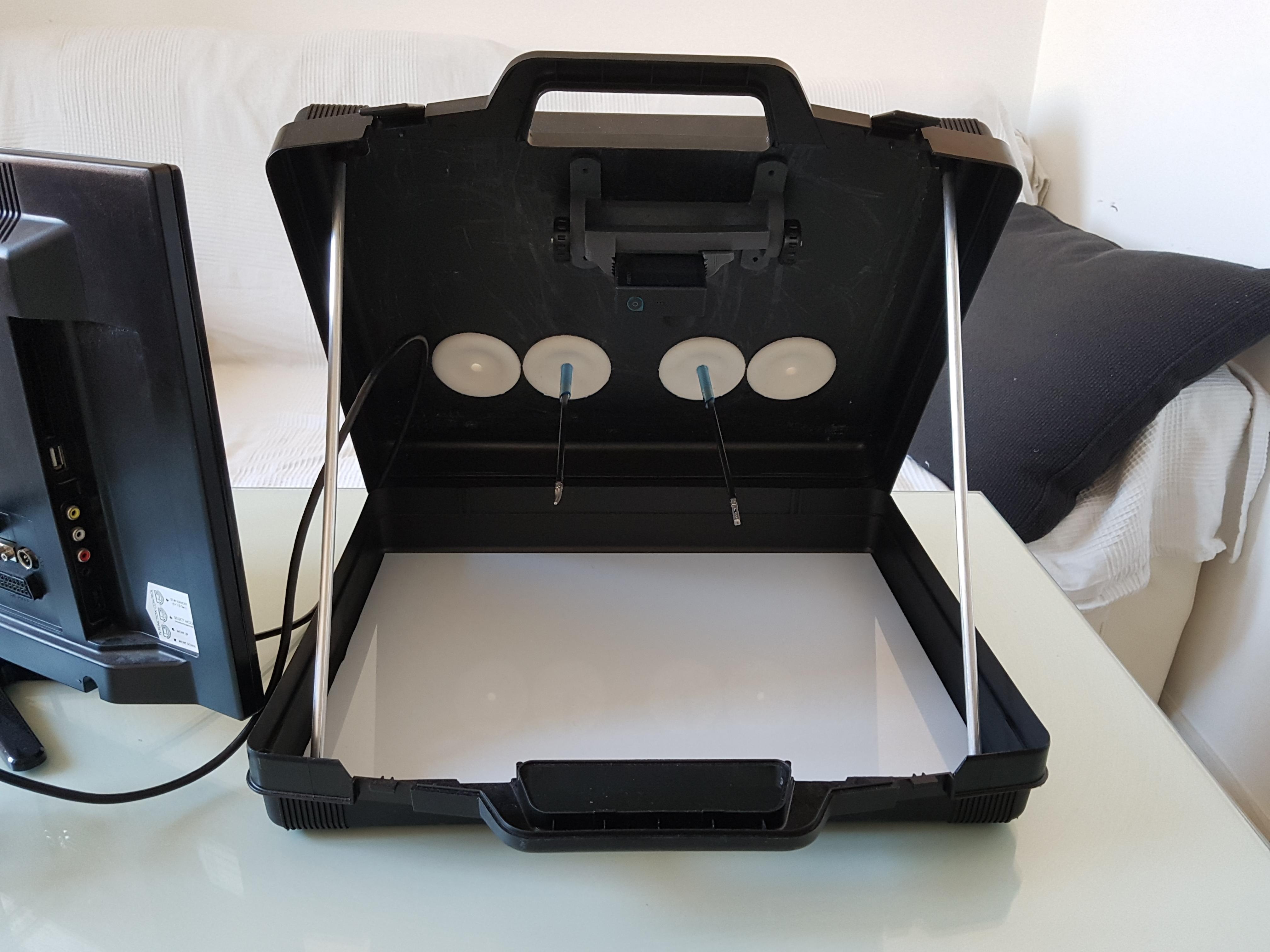 KIT base per creare un Simulatore per la Laparoscopia usando una valigetta di plastica o una 24ore o anche una semplice scatola di scarpe
